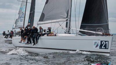 Superyellow sailing team offshore sailing